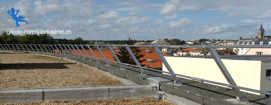 garde corps pos sur l 39 acrot re d 39 une toiture. Black Bedroom Furniture Sets. Home Design Ideas